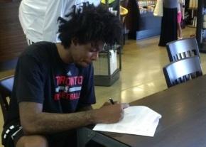 """Mais um brasileiro na NBA: Lucas """"Bebê"""" assina com oRaptors"""